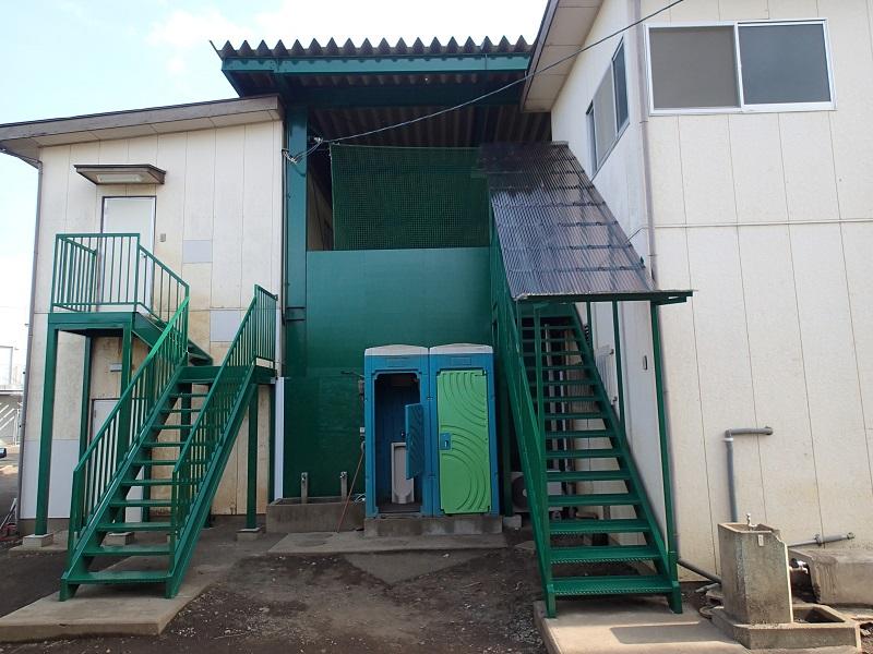 R中学校・高等学校様 野球部監督室棟・部室棟外部階段修繕工事のアイキャッチ画像